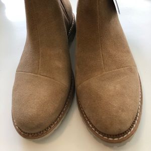 Toms woman's Cleo boot desert tan suede sz 6